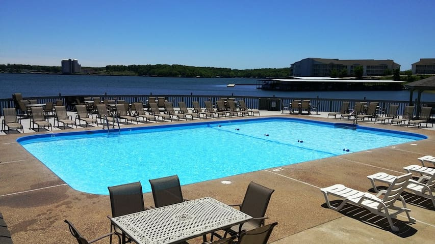 Lakefront 2 Bed2 Bth/2 Pools, NO CLEANING FEES