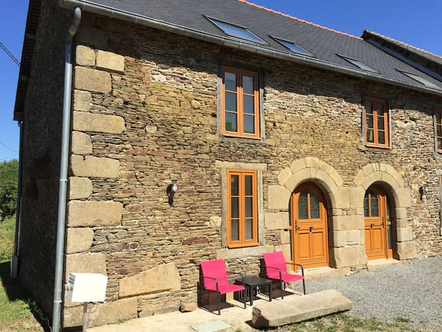 400-year old stone cottage - Bazouges-la-Pérouse - Huis