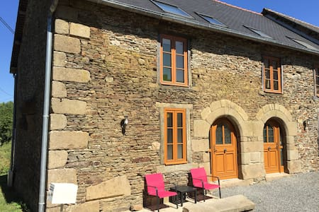 400-year old stone cottage - Bazouges-la-Pérouse - บ้าน