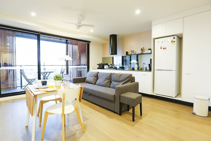 CBD view One bedroom Free parking and Wifi