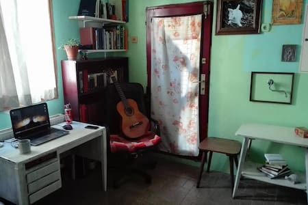 Lovely bright room in a private house with garden - Beograd - Σπίτι