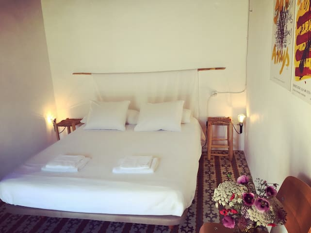 Bedroom for 2 in the wild side of Ibiza - Eivissa - Дом