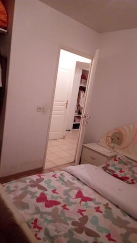 Chambre meublée dans appart T3 possible cuisiner - Annemasse - Appartement