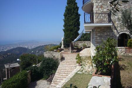 Apartment in a stonehouse with a great view.