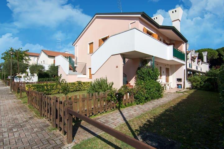 Cosy Holiday Home in Rosolina near Sea Beach