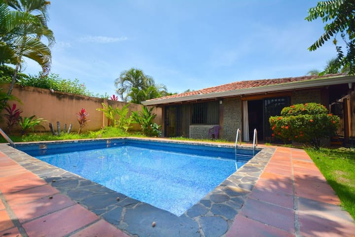 Tropical Casa in the heart of Jaco with Pool!