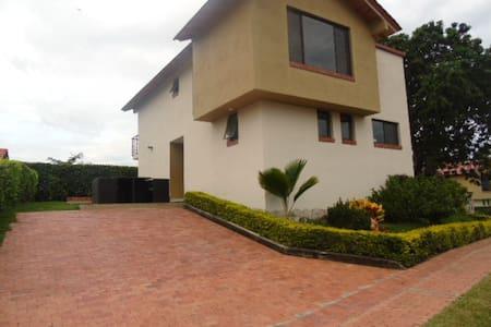 Hermosa Casa Campestre en Anapoima - House