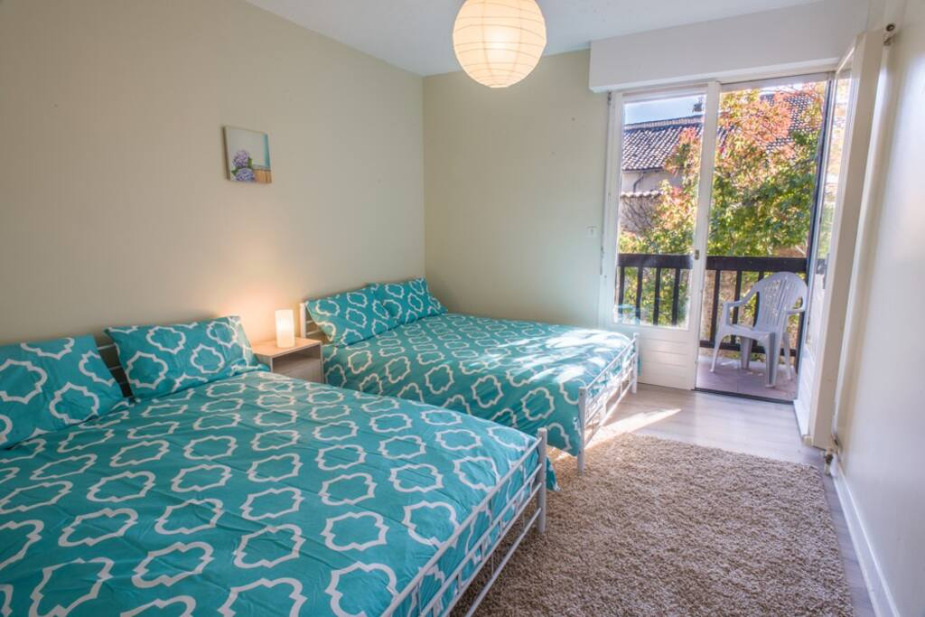 Twin share bedrooms (double beds)