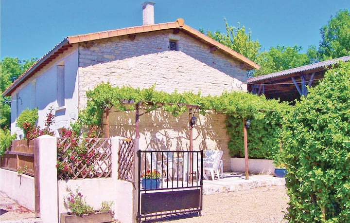 Holiday cottage with 4 bedrooms on 160m² in Marigny