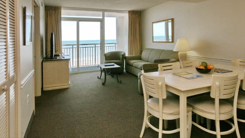 Direct Oceanfront 2 bd/2ba Sleeps 8 *Amazing Views* Pools* hot tubs*Lazy River* Family Resort* Wifi