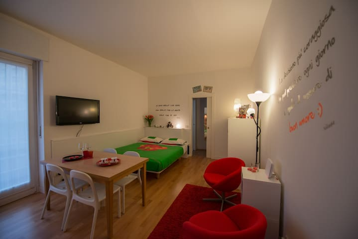 Cosy studio 15 min from Arena with WIFI & Air cond
