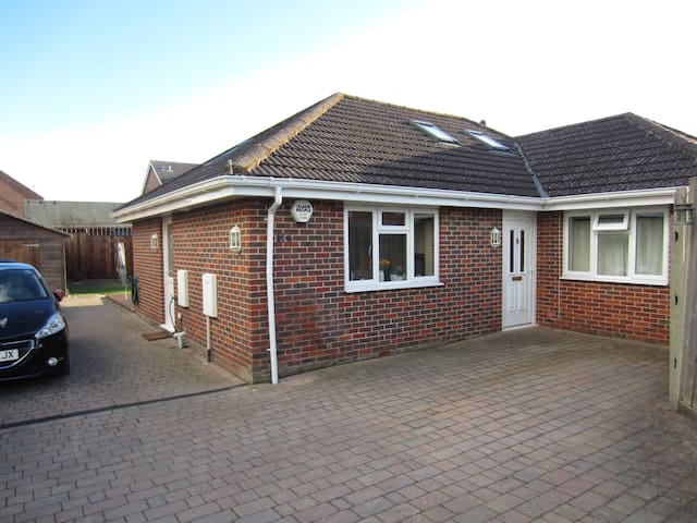 Modern Bungalow in Coastal Village - Warsash