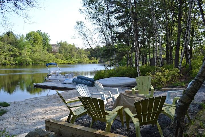Lake Front House. Hot Tub Pool Table 10 min to Ski