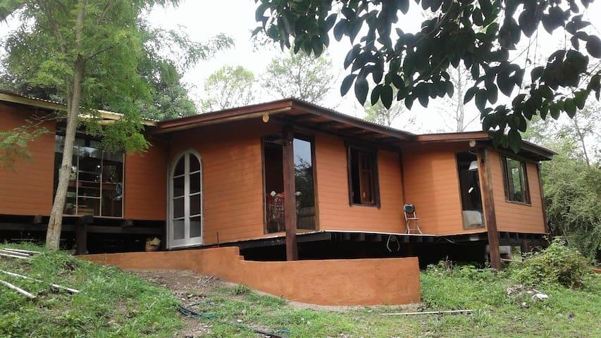 Cuarto privado en Casa en el Bosque - Villa General Belgrano - Huis
