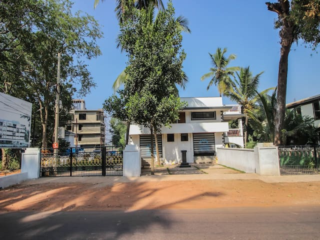 OYO On Sale❗ - 1 BR Classic Abode In Nerul, Goa