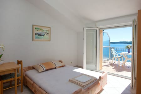 Studio Apartment with an amazing view! (TROGIR) - Seget Donji - Huoneisto
