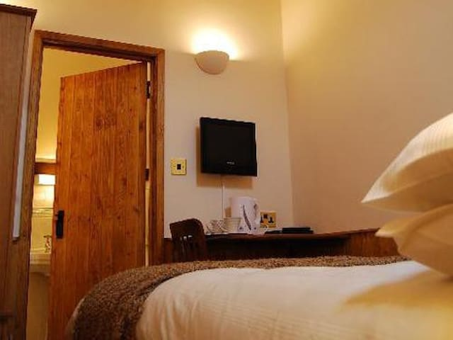Double en-suite at The Plume of Feathers