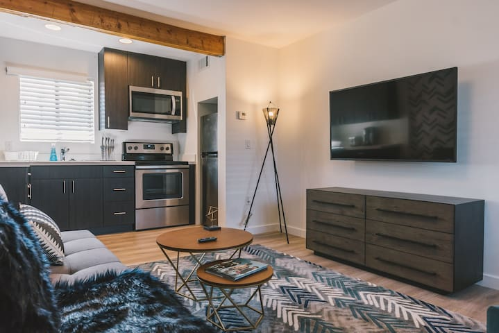 Capri XV Exquisite 1BR in Phoenix Downtown