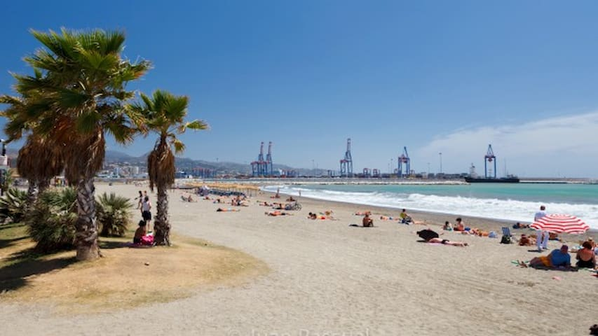 Piso Málaga Huelin cerca de playa bien comunicado - Málaga - Apto. en complejo residencial