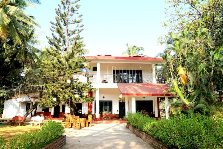 3bhk villa with private pool ,5 mins nr to beach