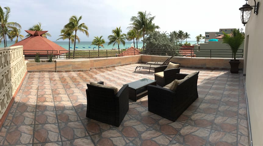Luxurious Oceanfront Condo with Amazing Balcony! - Hollywood - Apto. en complejo residencial