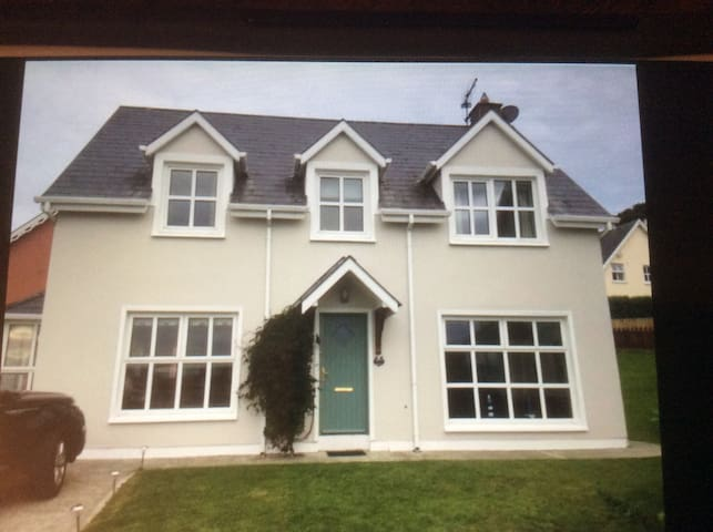 Holiday House - amazing sea views - Courtmacsherry - บ้าน