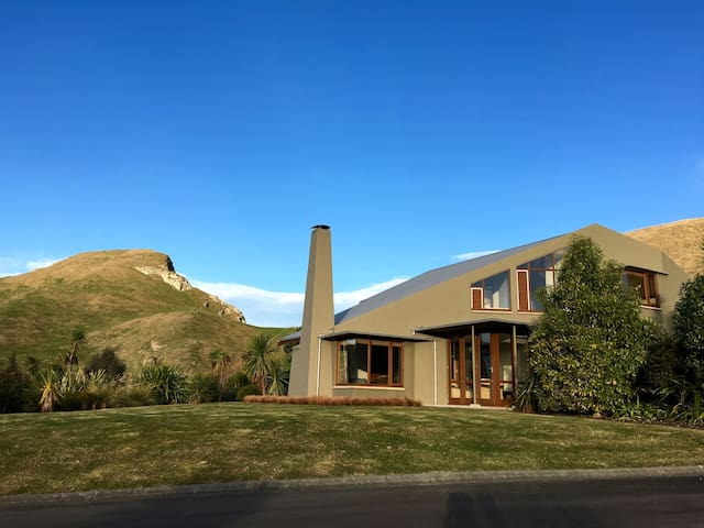Elavated PEACEFUL 4BR home with breathtaking VIEWS - Havelock North - Rumah