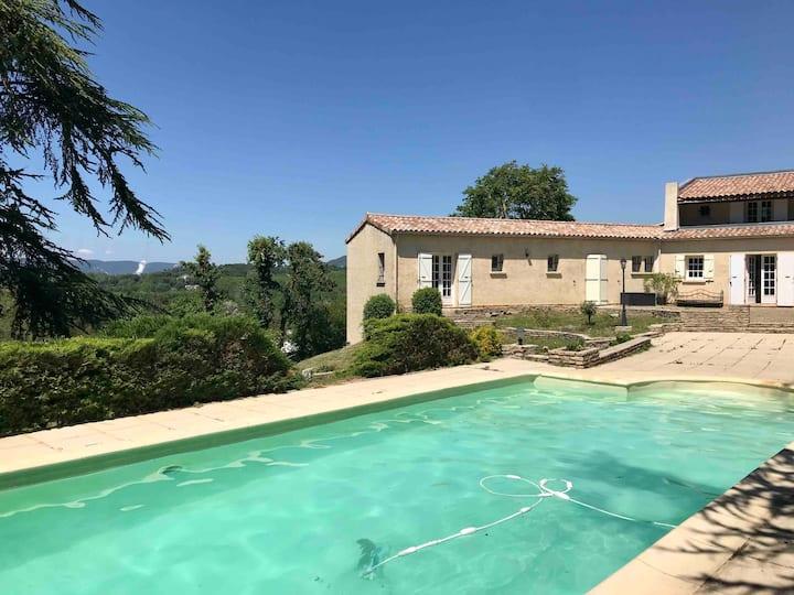Villa provençale avec piscine et parc arboré