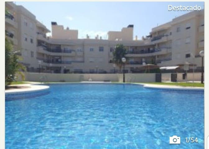 Residencial piscina y vistas a la bahía de Cádiz
