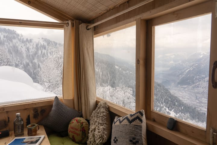 GlampEco Stays Manali, Rustic home with epic view