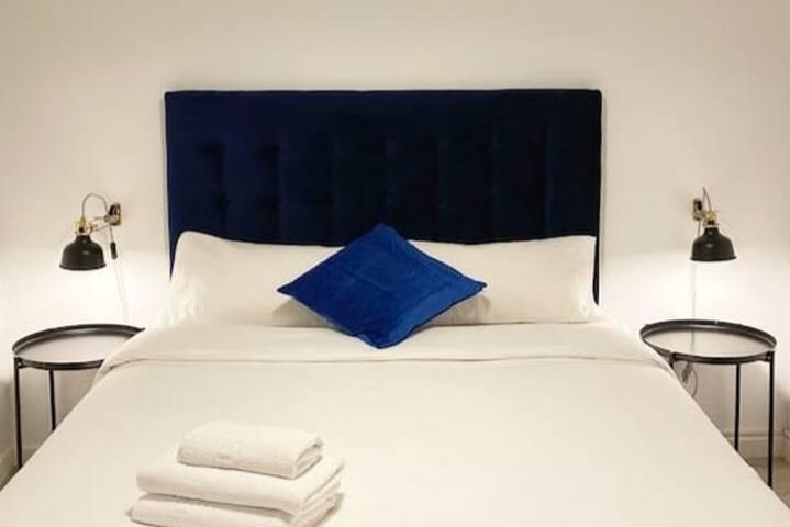 Elegant blue room close to SagradaFamilia