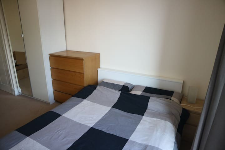 Spacious Double bedroom near Heathrow in Uxbridge - Uxbridge - Apartemen