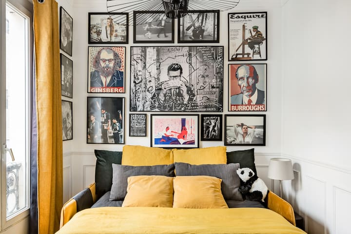 The Black & Yellow gallery bedroom, where linen and velvet married on a comfy matress