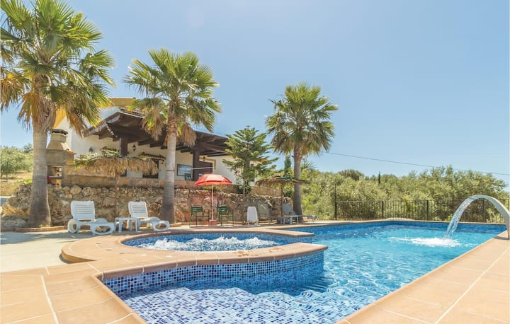 Stunning home in Periana with Jacuzzi, WiFi and 3 Bedrooms
