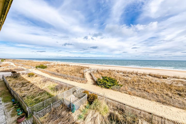 Oceanfront getaway w/ private balcony, shared pool & grand views!