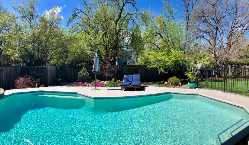 Chico home close to downtown/restaurants with pool