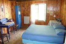 Jolie chambre indépendante avec salle de bain attenante
