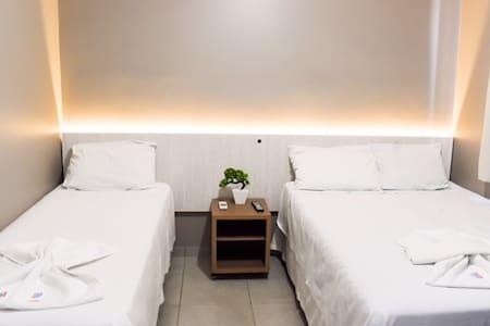 Quarto para 2 pessoas com cafe da manha - Maringá - Bed & Breakfast