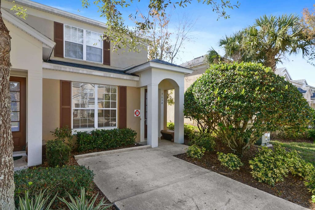 This charming 3 bedroom town home in Windsor Hills is a fabulous vacation hot-spot for your next family visit to Walt Disney World Resort® and the fun and action of the Orlando theme parks.