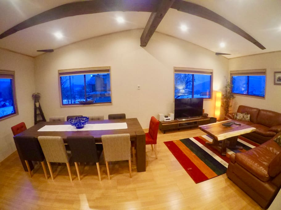 Spacious and comfortable living area with 270 degree views
