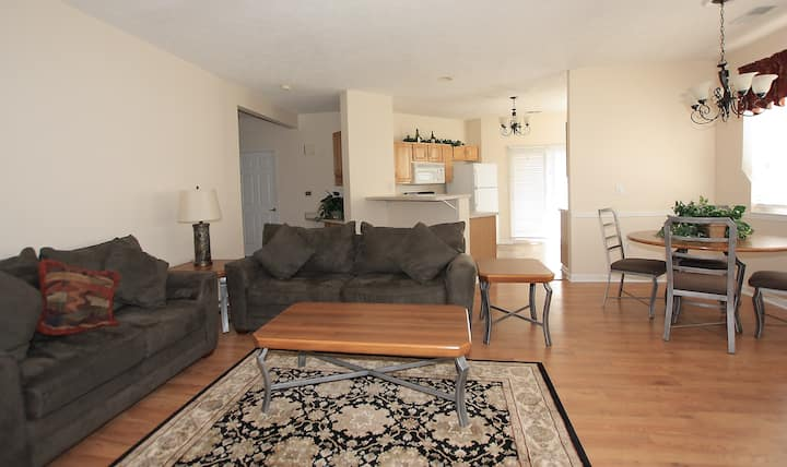 Stylish Condo - Spacious & just minutes from I-79