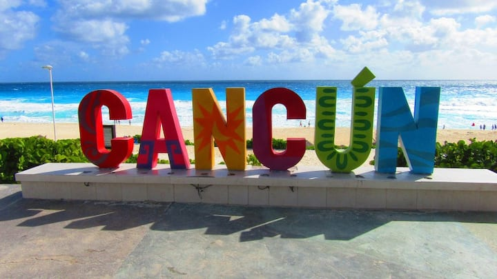 Cancún, beauty has an address! Private Room w/AC