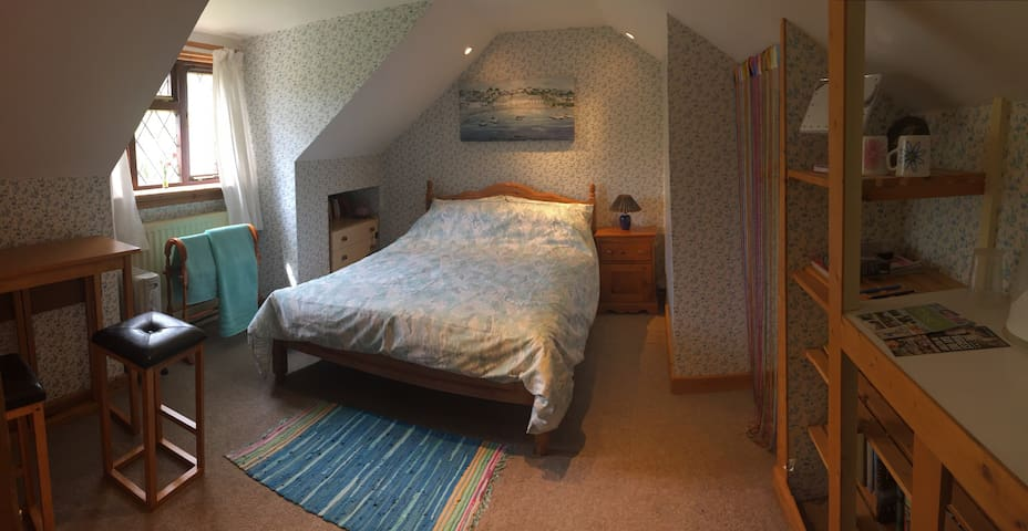 Quiet double room with rural views