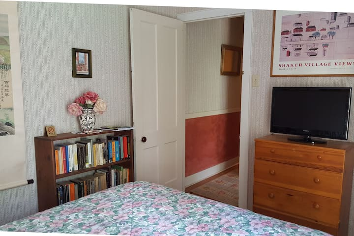 Cozy Suite in GB (also see new listing)