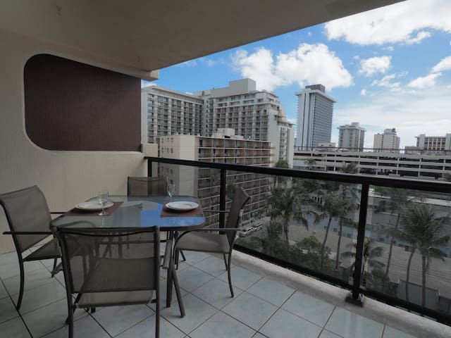 =Waikiki= Huge Lanai with own Wash/Dryer & Parking