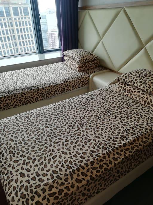 这是两个床的双人间