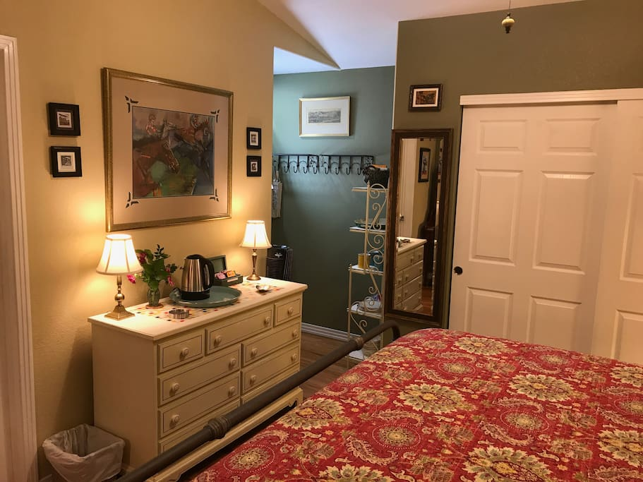 Main room with King Bed & large closet