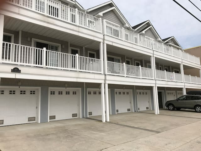 Beach Block 3bed 2bath, BBQ, WIFI, Ocean Views