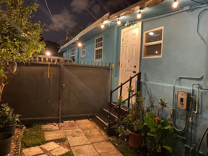 #1 Cozy Private Suite Near Airport & Wynwood