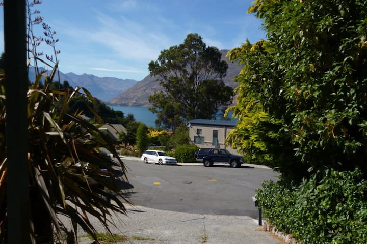Cosy flat, lake view, short drive to town.